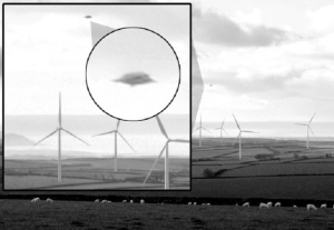 Strange UFO activity over London, UK 20-Sep-2013